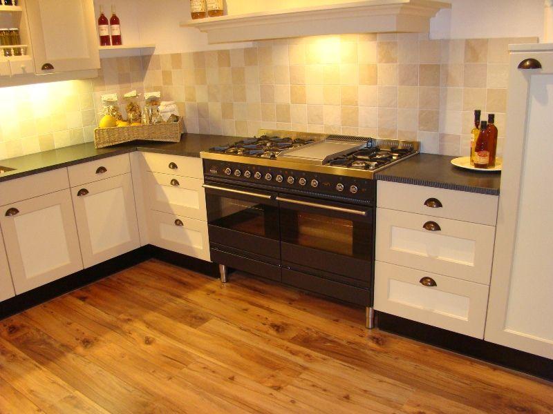 Creme Keuken : keukensite van Nederland Landelijke keuken in creme geel [45495